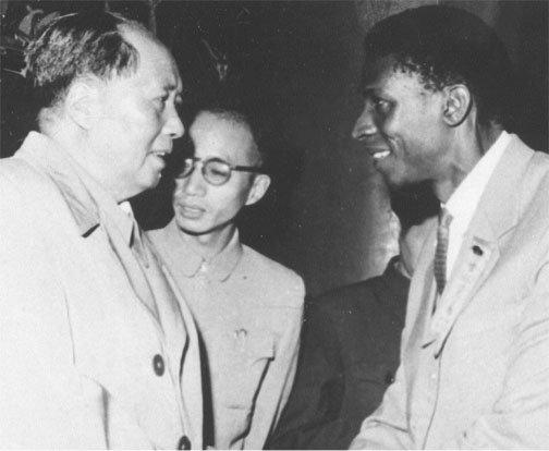 Alexis avec Mao Tsé-toung à Pékin en 1961 D.R. © photo des archives de Gérald Bloncourt