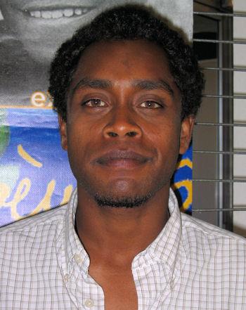 Paul Wamo, photo © Anne Bihan Exposition « Livres dans la ville » à Nouméa, 9 juin 2006