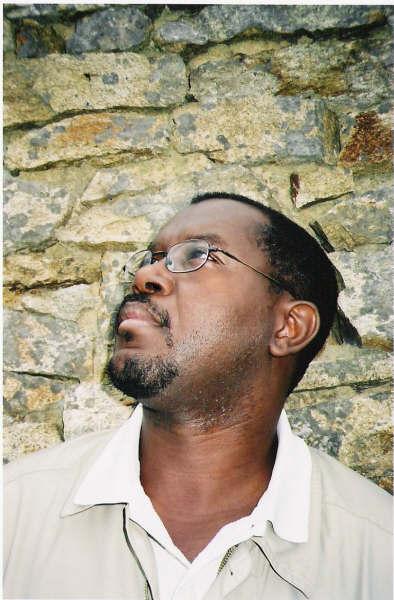 Photo de Louis-Philippe Dalembert prise par Gisèle Pineau, Ouessant, été 2004, D.R.