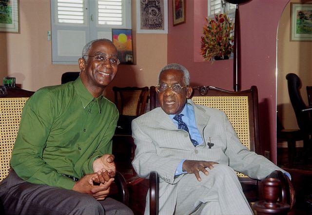 Daniel Maximin et Aimé Césaire dans le bureau de Césaire à Fort-de-France le jour de son 90e anniversaire, le 26 juin 2003. Photo © Christiane Jean-Étienne