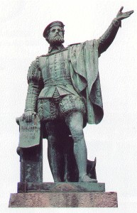 Le monument à Elcano (sculpteur : Antonio Palao) photo © 1999 H. Morvan Guetaria, Espagne