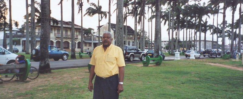 Serge Patient, place des Palmistes au centre-ville de Cayenne, avril 2002 photo © Kathleen Gyssels